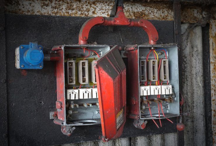 Is the electrical wiring in your house safe? | startrescue.co.uk Illegal Fuse Box Uk on